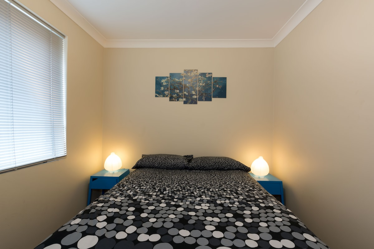 Sunny, Cosy Room and close to city