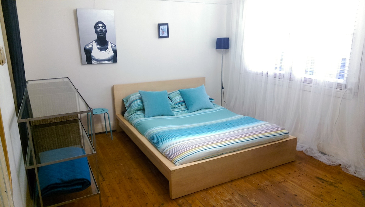 Nice spacious room with comfy queen bed