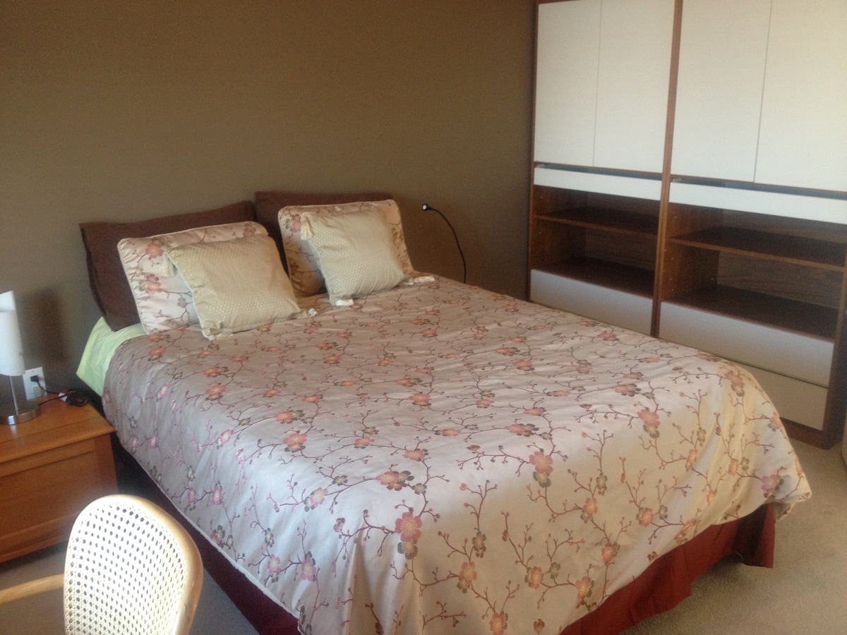 Brand NEW bed.  Freshly painted room!  Filled with Natural light, quiet and clean.
