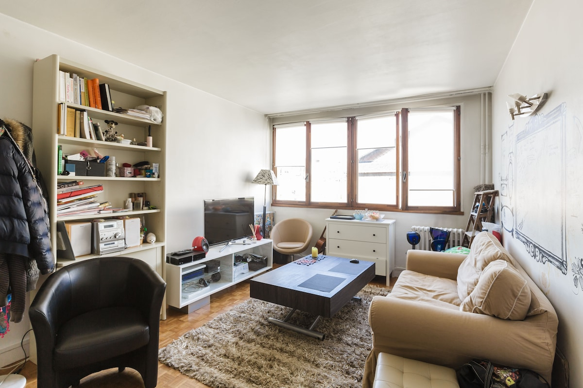 Spacious and sunny 30m2 for you