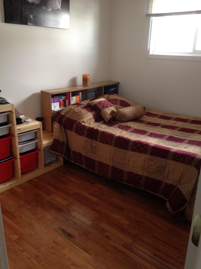 Cozy Comfortable Guest Room