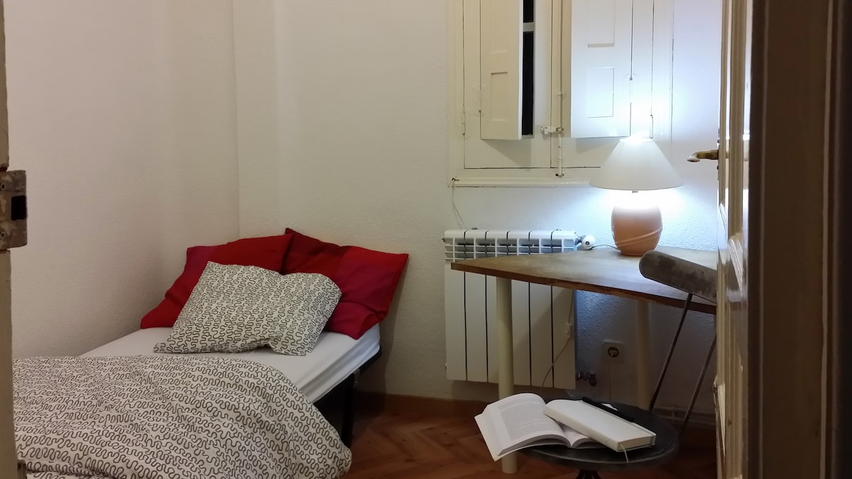 Room in central Madrid