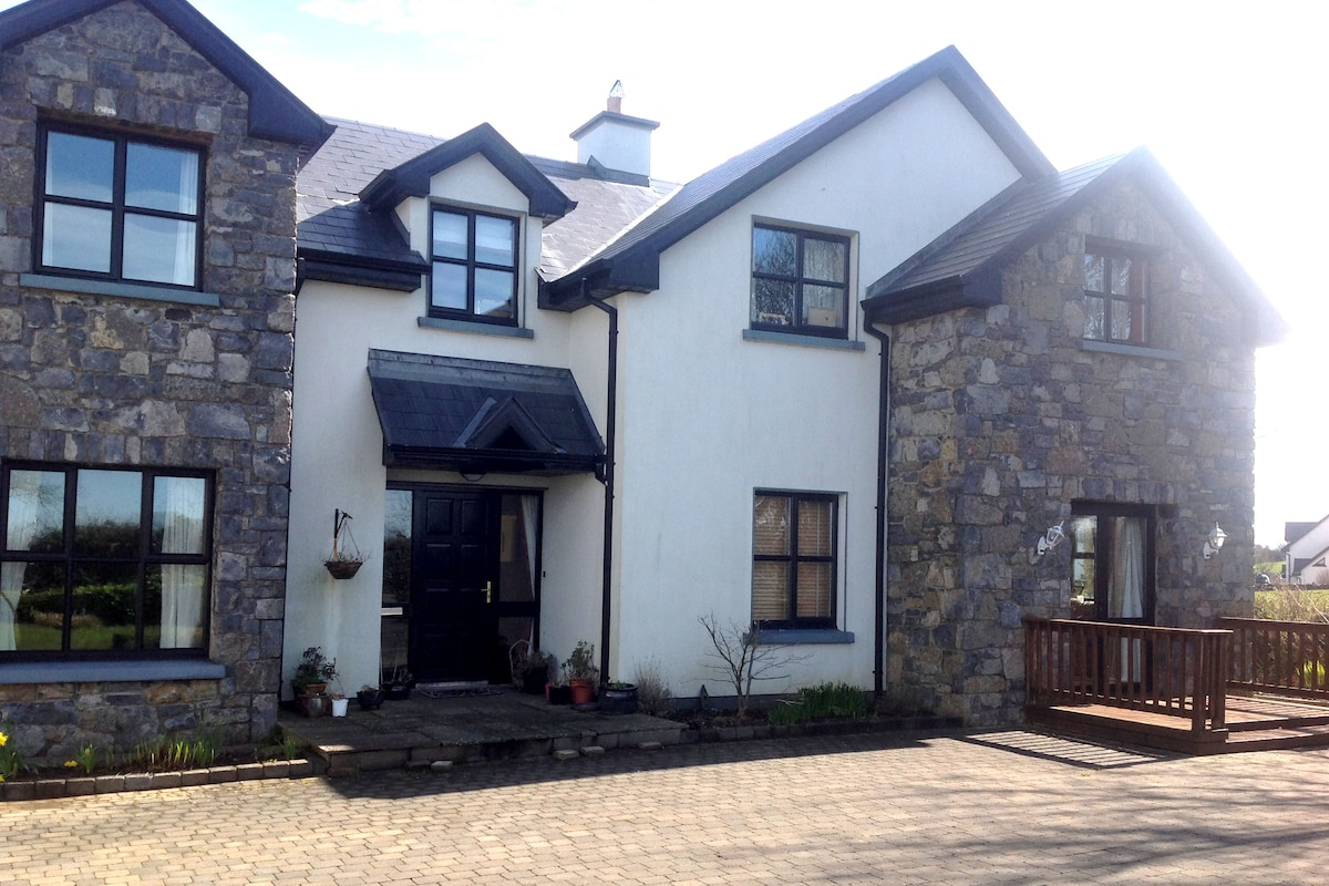 GALWAY HOUSE RENTAL.. large group