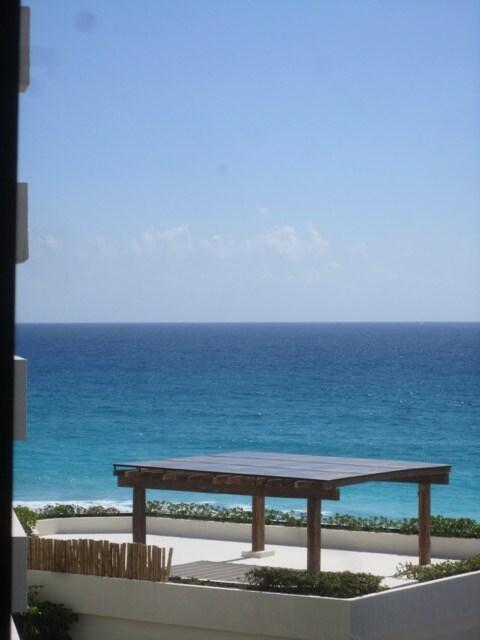 Best of two vistas,lagoon and ocean