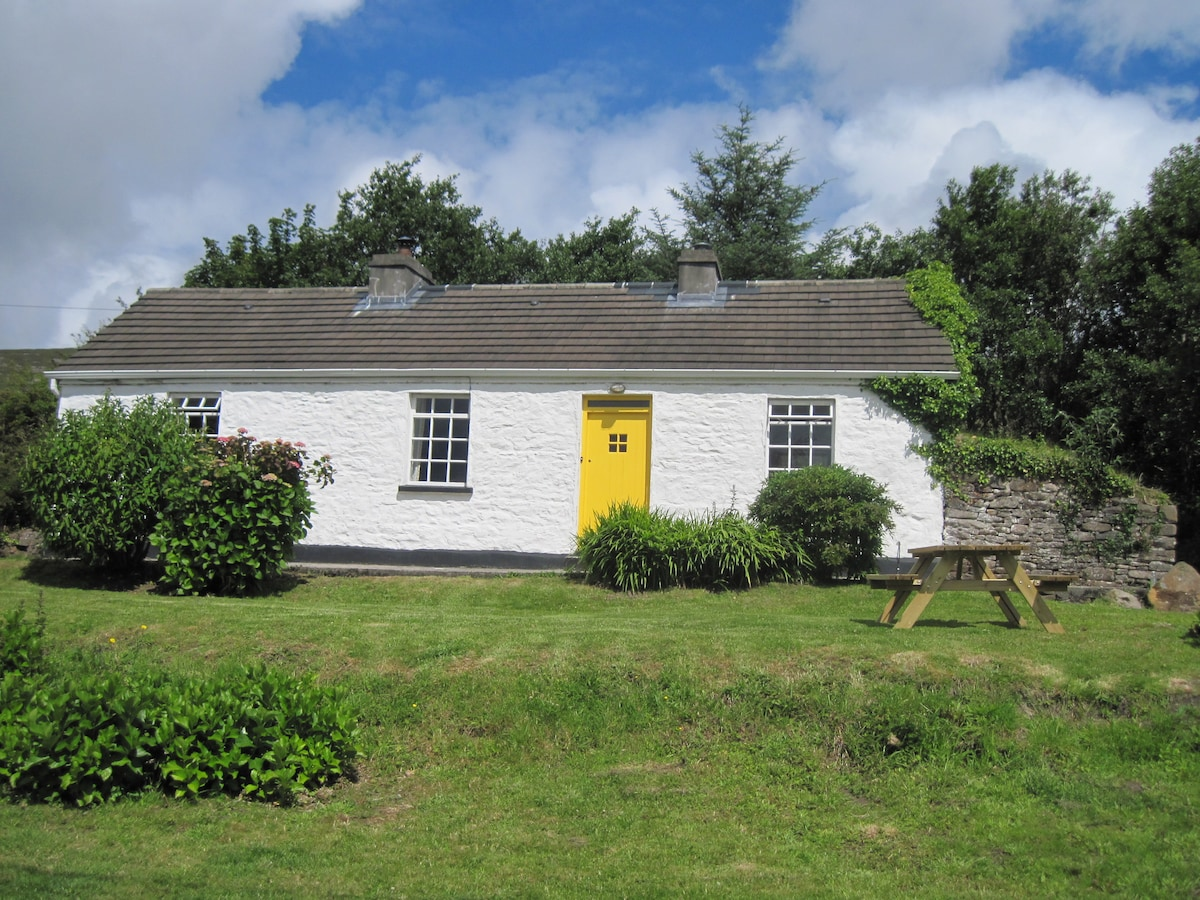 Doras Bui Cottage in its quiet and secluded position in the Slieve Mish Mountains