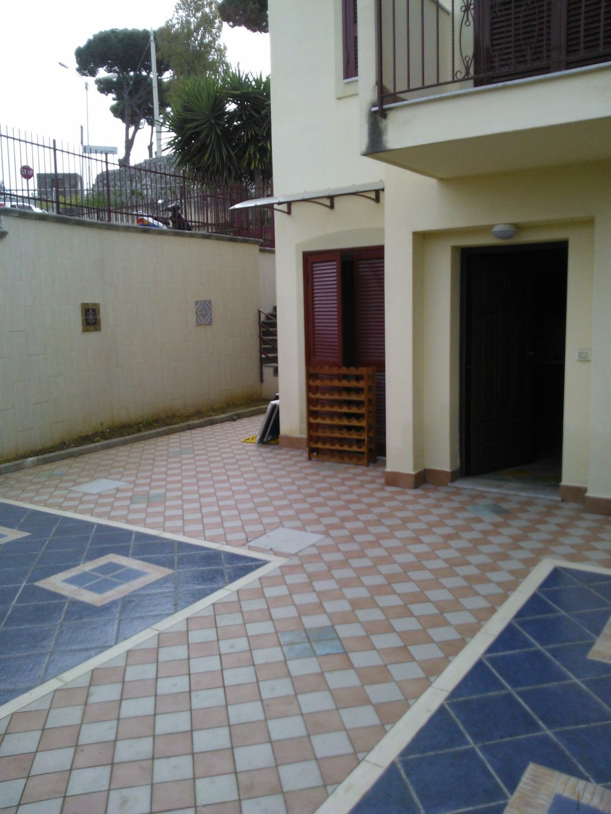 Big patio, main entrance