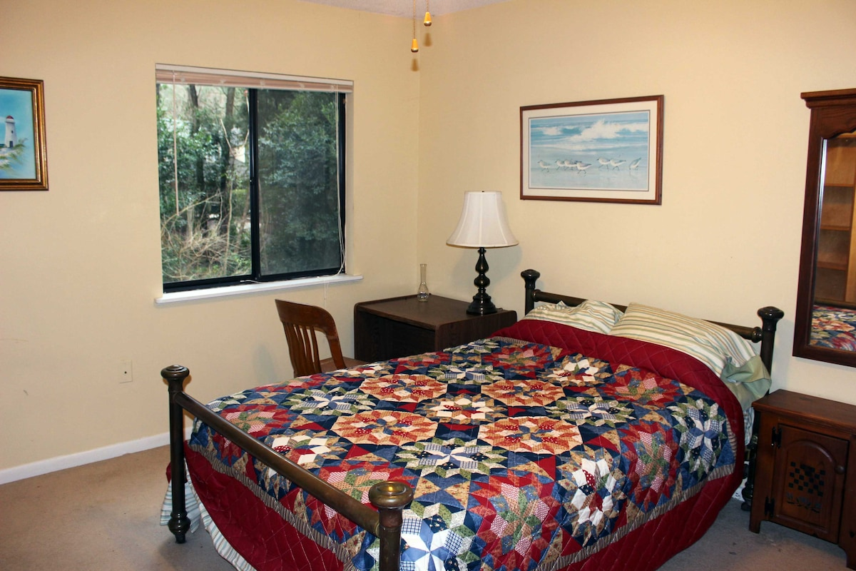 Clean, quiet room centrally located