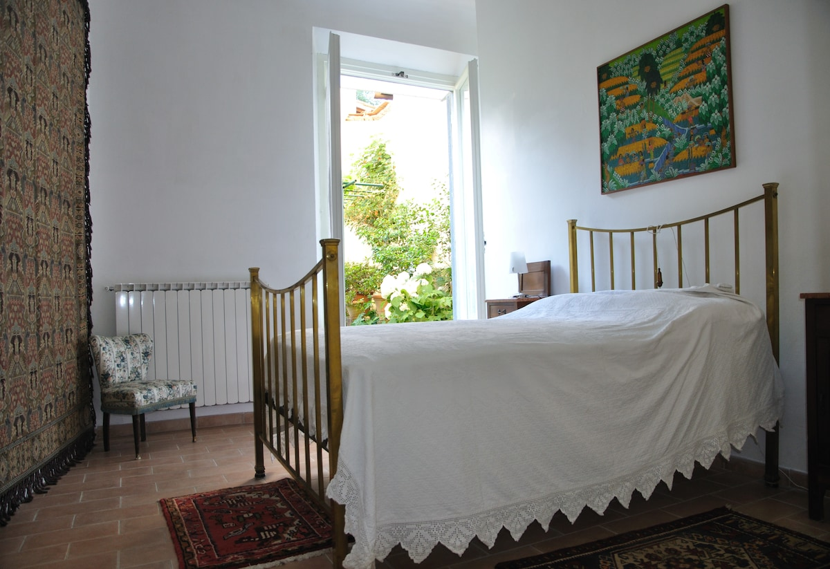Bedroom, with a glimps of the garden
