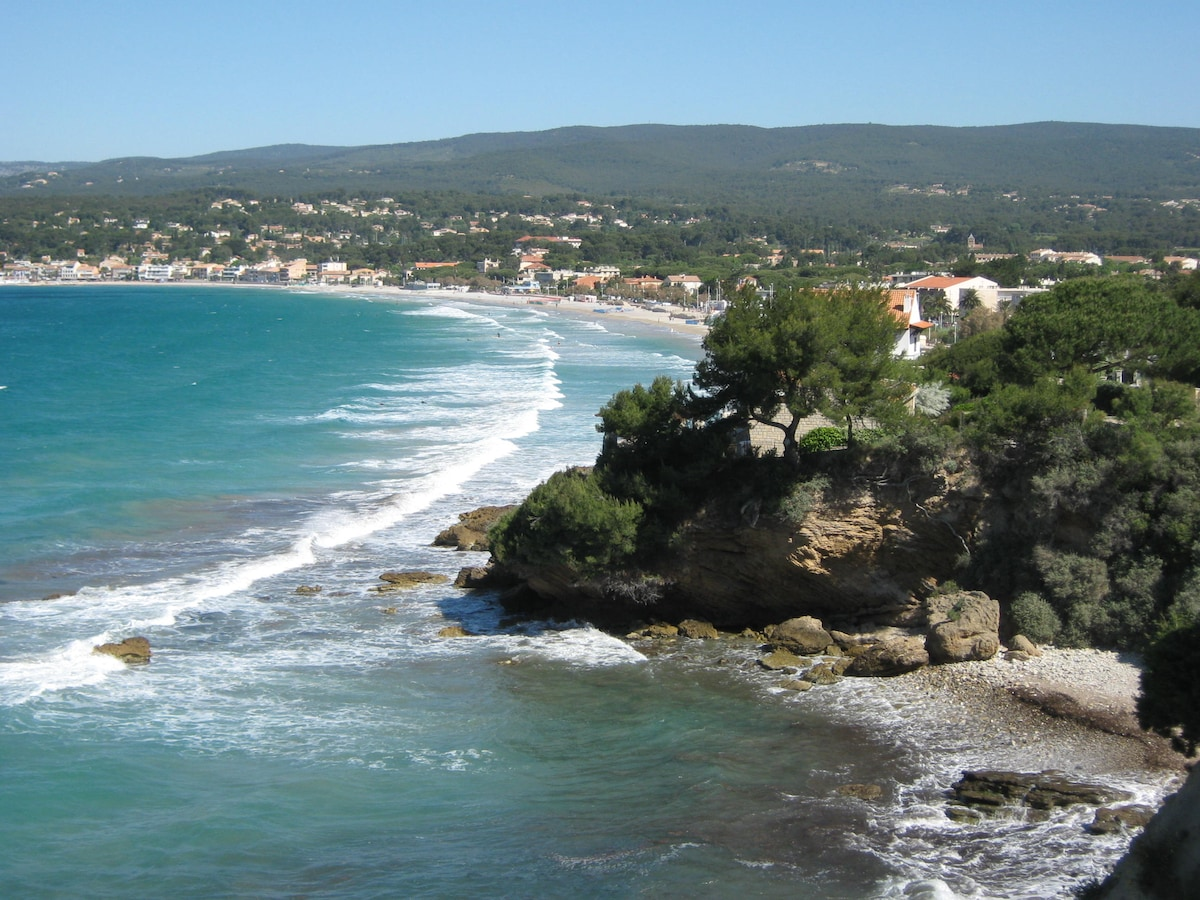 """Studio located at less than 10 minutes walking  from the sand beach """"La Grande Plage des Lecques""""."""
