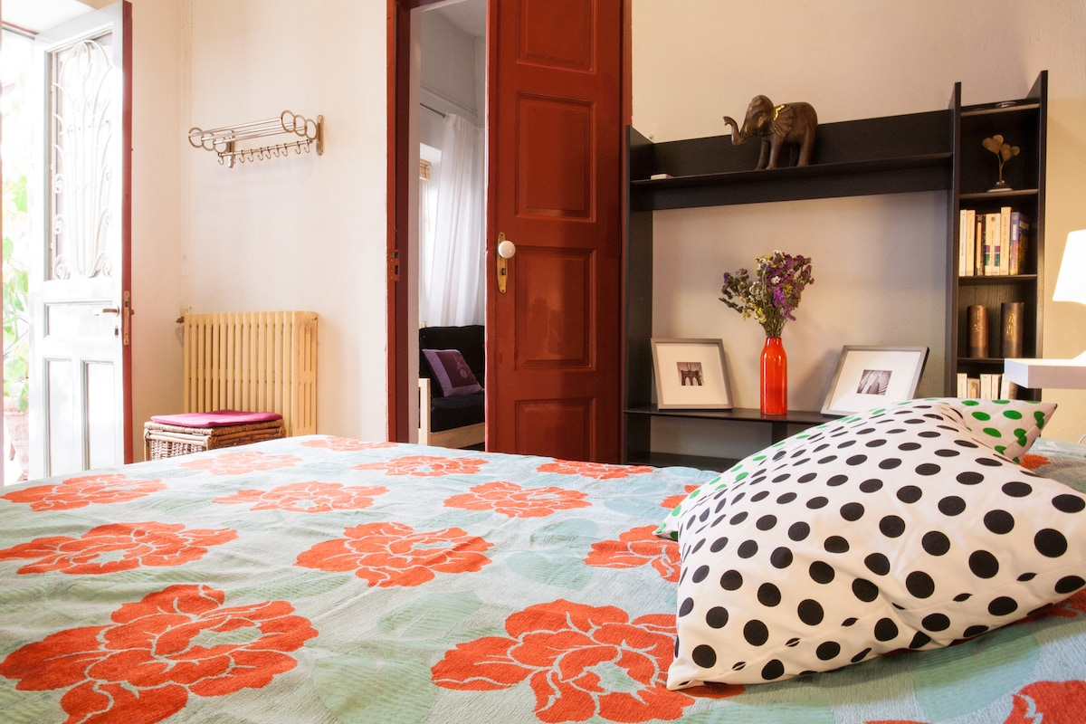 Enjoy a comfortable king double bed (160x200 cm) -linen is provided.