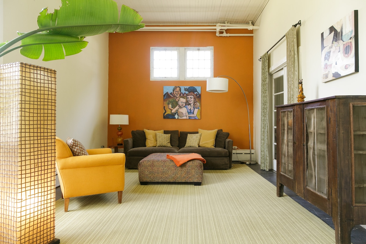 Private seating area: former artist studio... let it inspire!