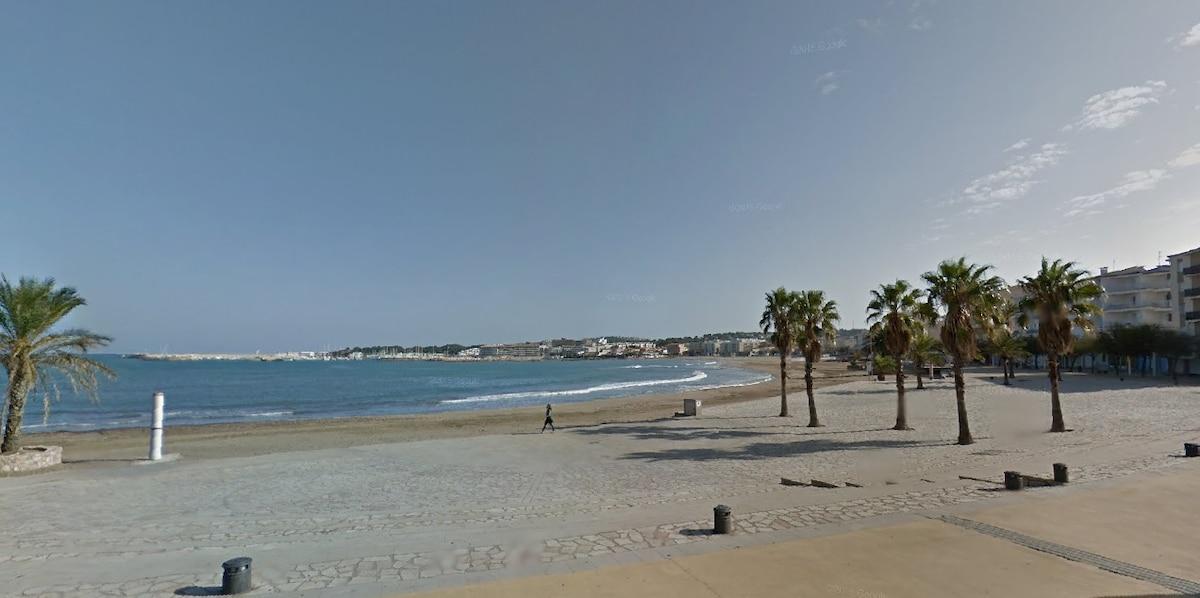 On the beach, great sea views!