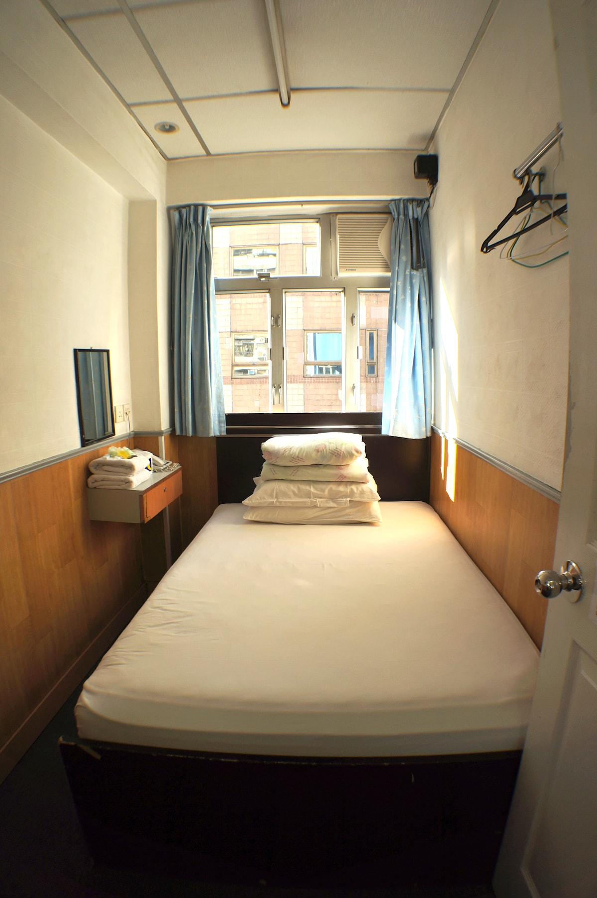Budget Single Room in Central TST