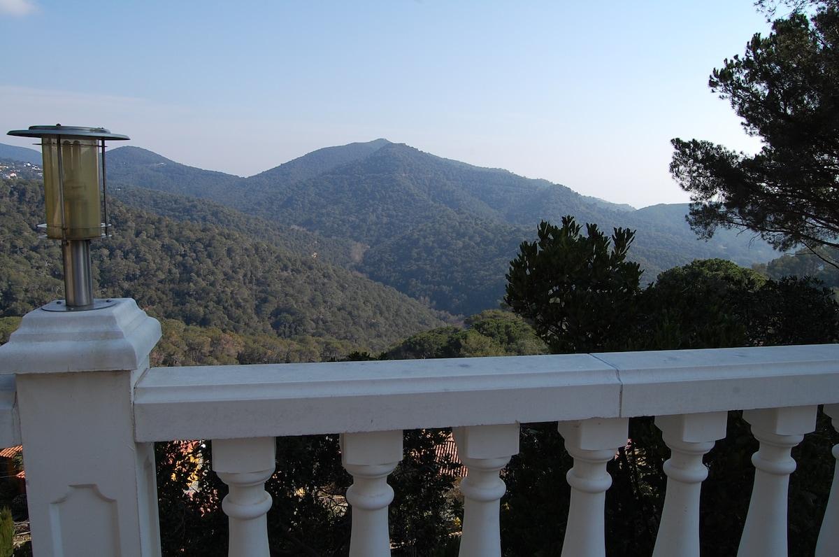 Garden house + sea & mountain views