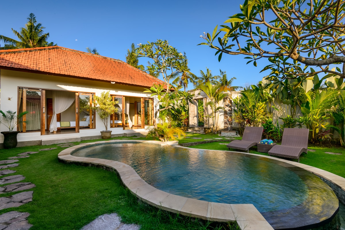 Pool and bedrooms
