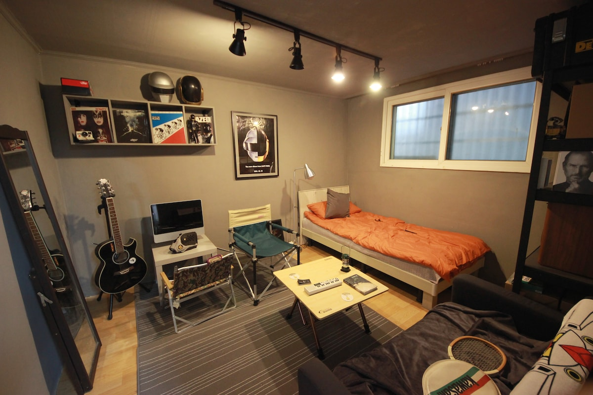 Hong-dae [ private room] 10min walk