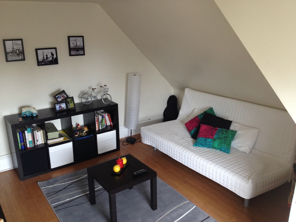 Clean and Cozy Near Downtown!