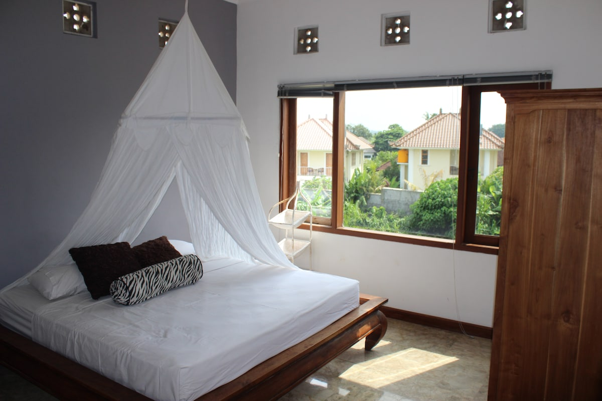 Large 3 bedroom Villa with Pool