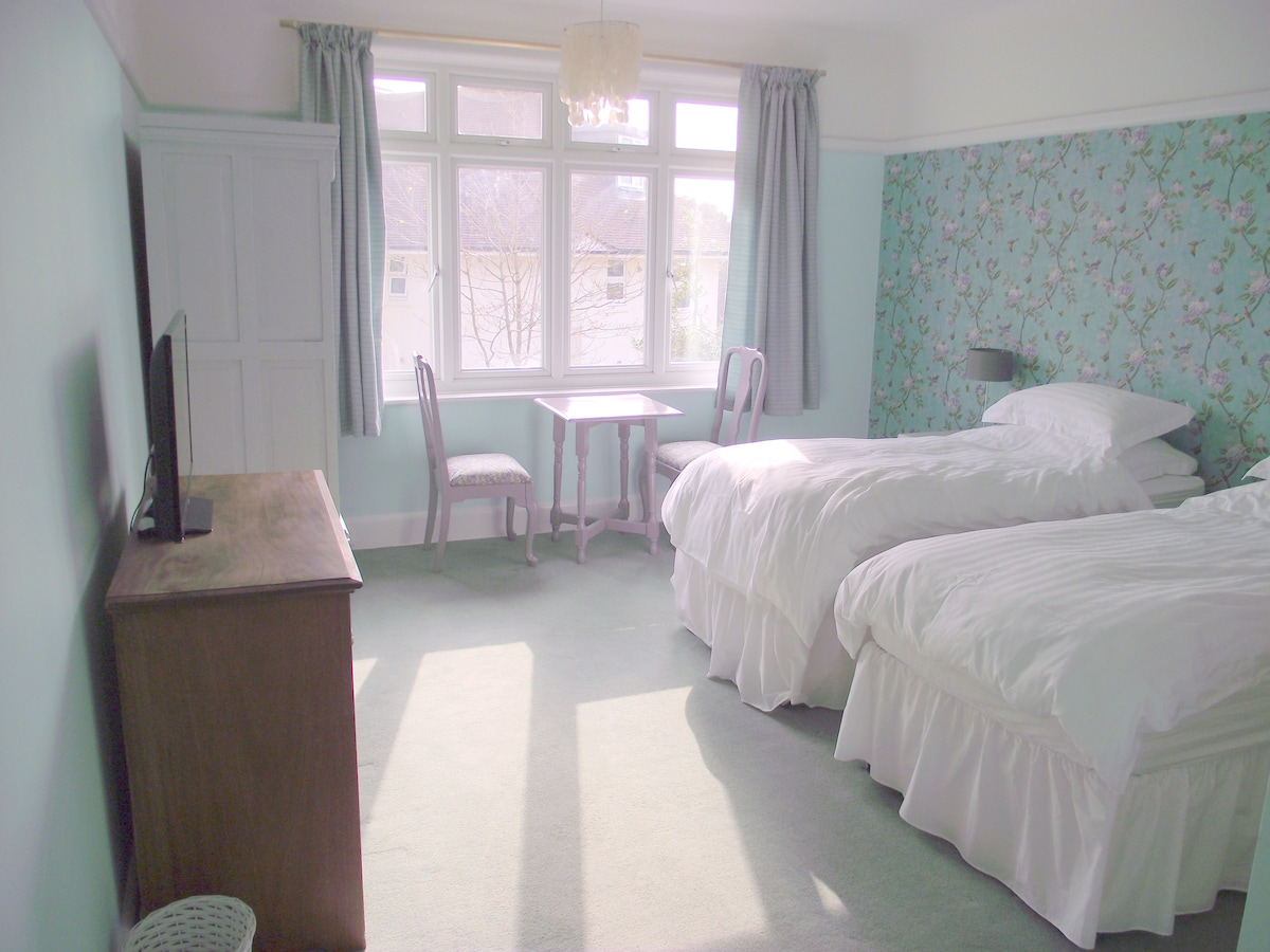 Large ensuite room near the sea 2
