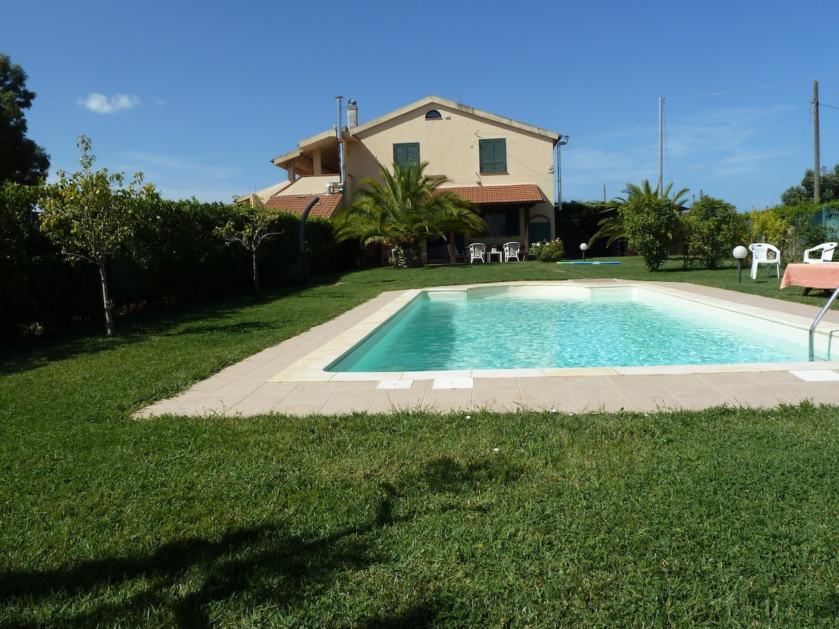 Pool,relax & country,5min to beach!