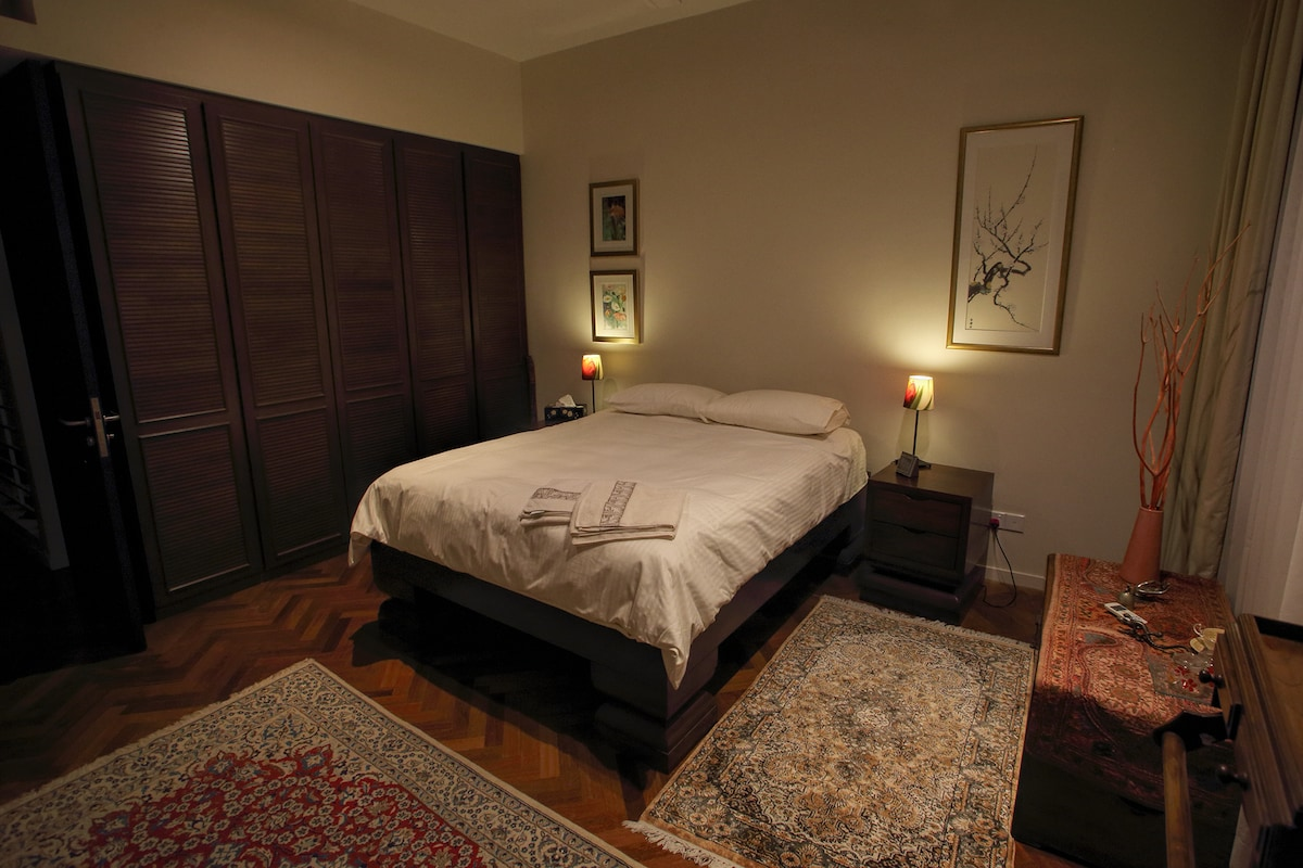 The main bedroom, with air-conditioning, queen-sized bed and en-suite bathroom