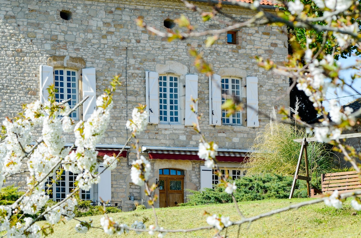 Les Anglades - The old stone House set in 2.5 acres of gardens