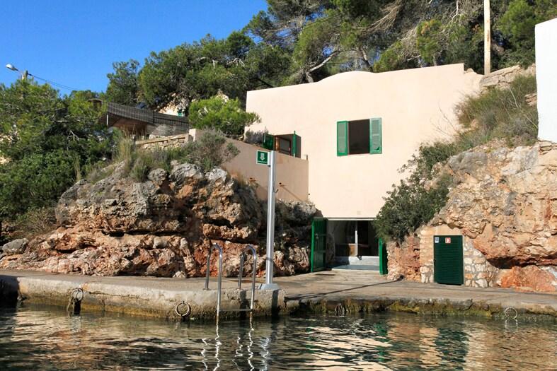 Casa singular al borde del mar