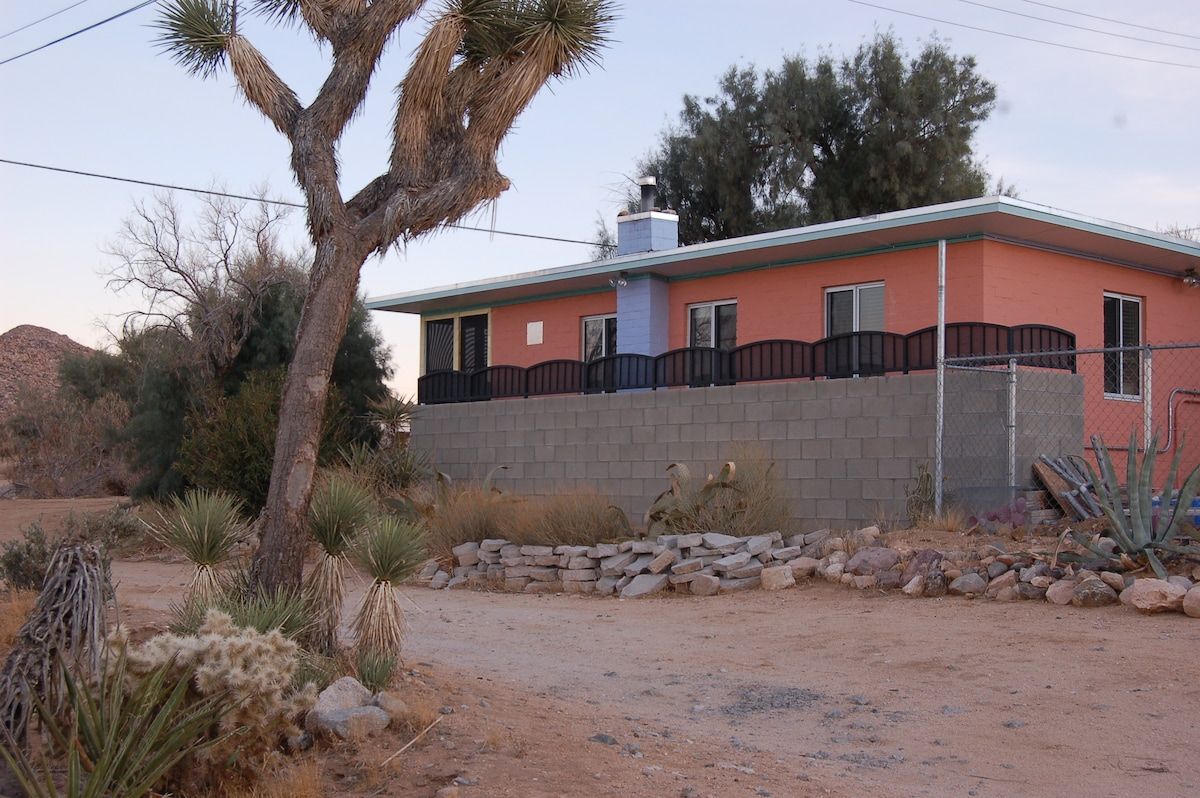 The Cottage is perched on the south hillside in residental Joshua Tree.