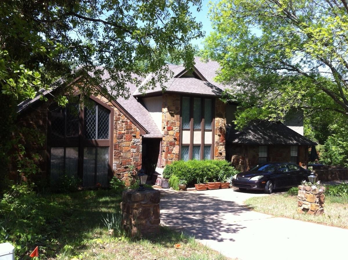 Rustic House in Quiet Neighborhood