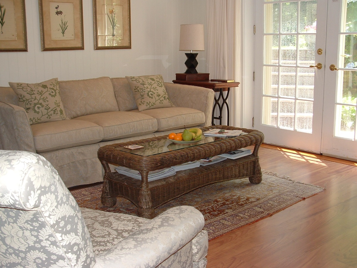 Sitting area with private entrance and a 33' TV.