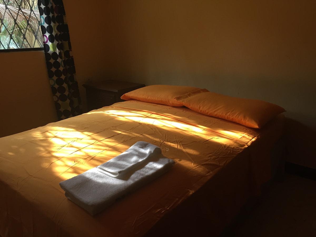 Room for Rent - Casa Los Robles--