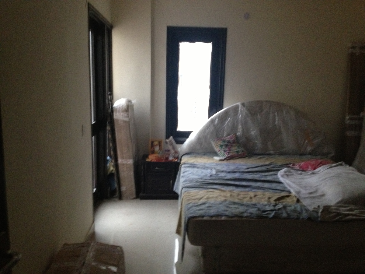 A decent 3 bhk apmt in high rise