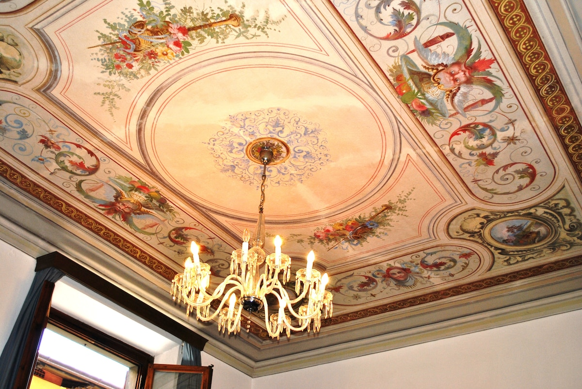 Novella House - affresco salone