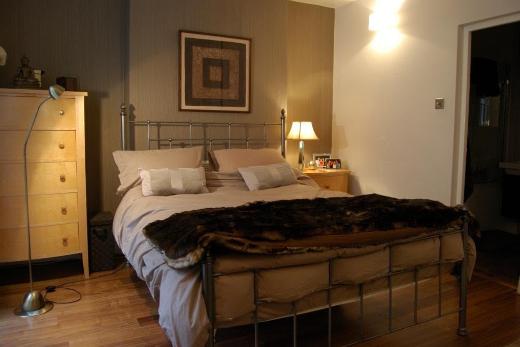 Large bedroom with ensuite bathroom