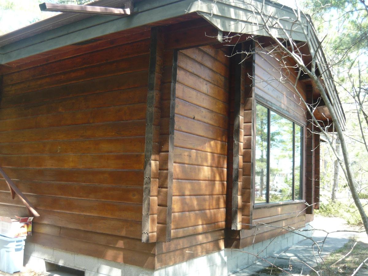 Lakefront Cedar Cottage -beach-