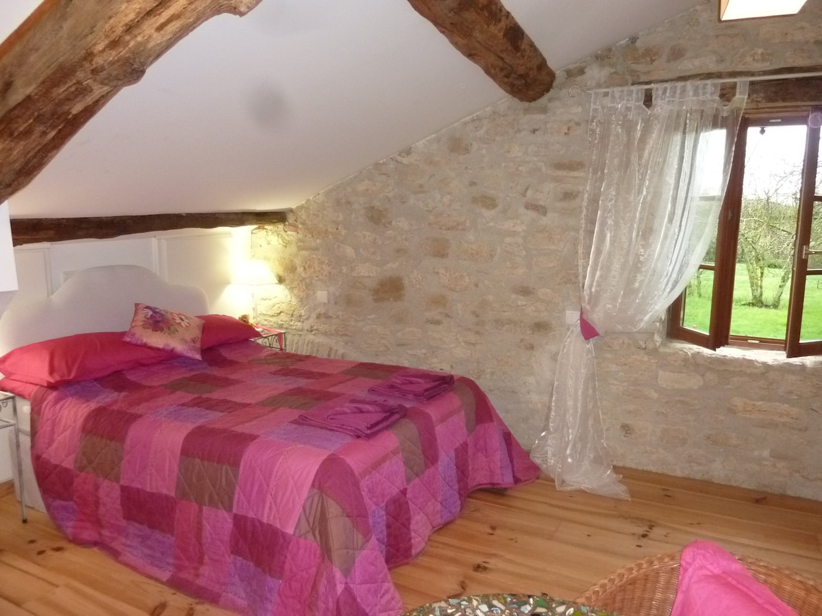 Topaze Rose - welcoming, warming - stone walls and oak beams