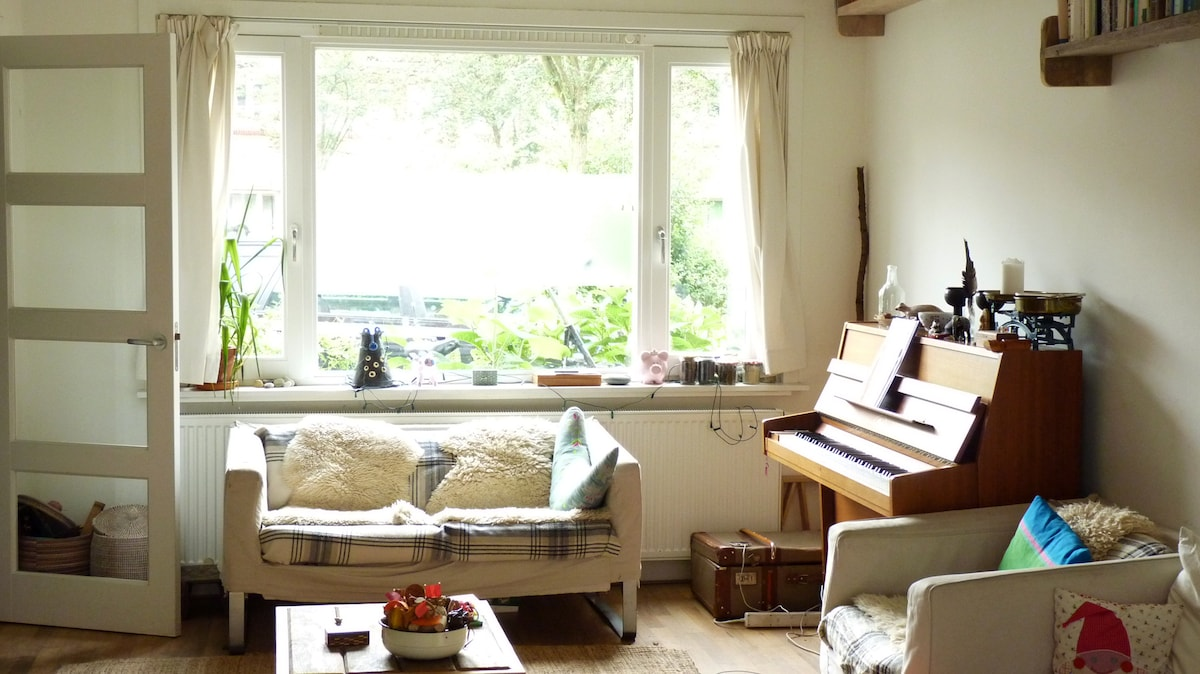 Front room, bright and comfortable