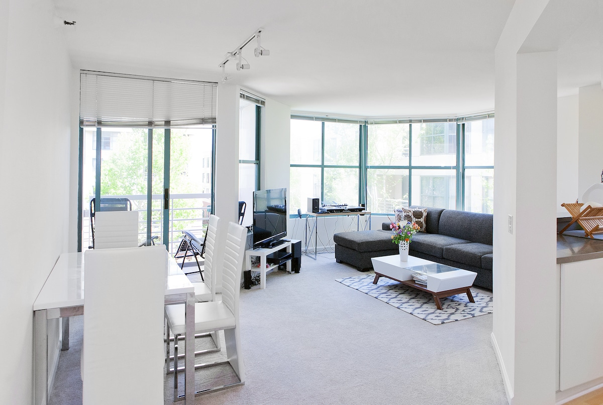 Waterfront Master Suite in SOMA