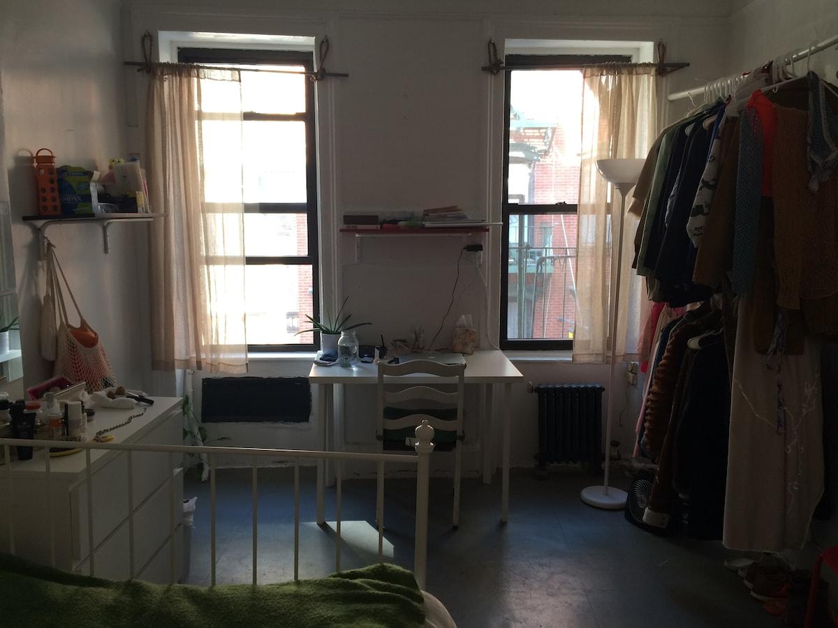 Spacious + Sunny Chinatown Room