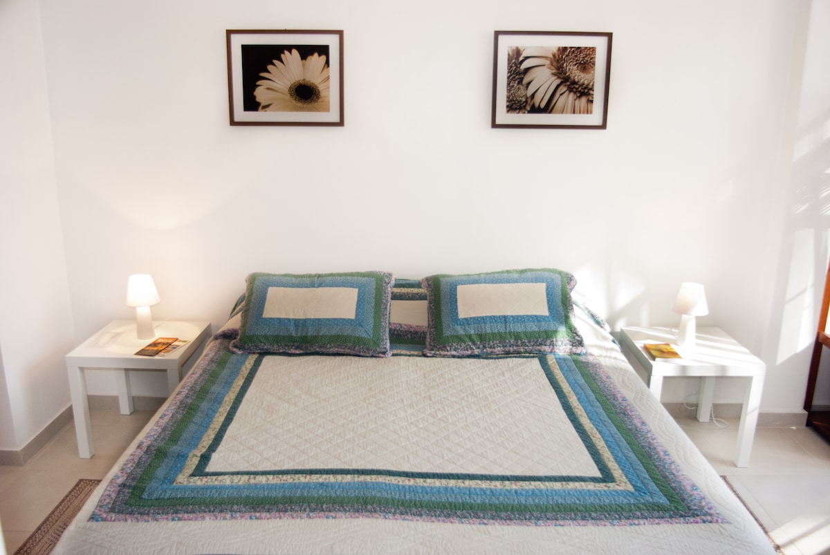 Queen Sized Bed (it can be divided into two single beds)