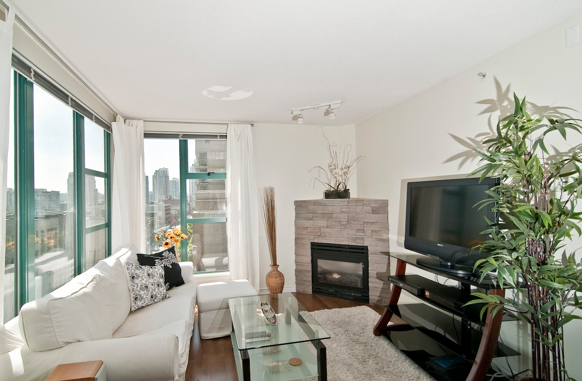 Living Room with LCD TV & Gas Fireplace