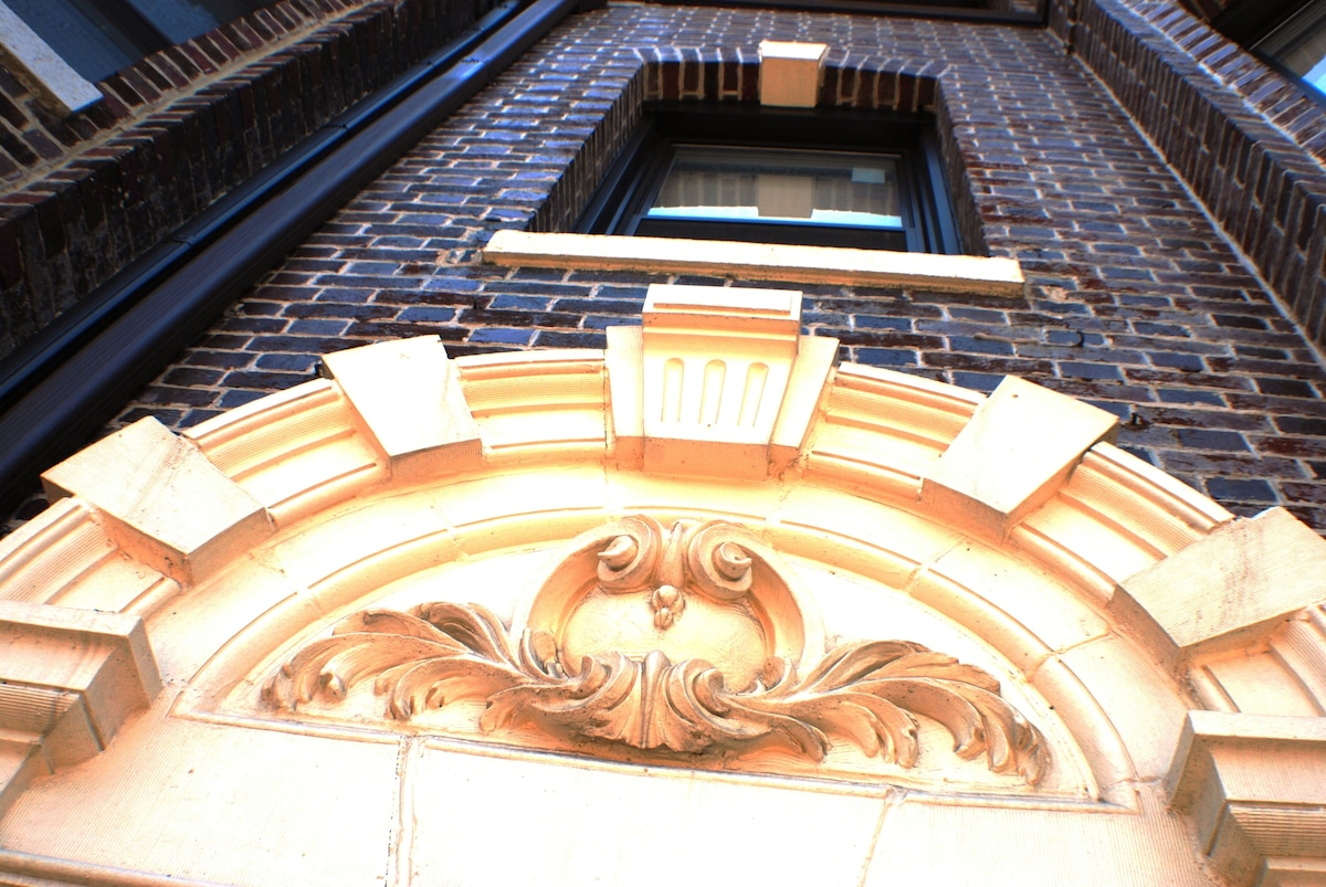 The beautiful medallion over the top of the door at the front of the Brownstone 6 bedroom home