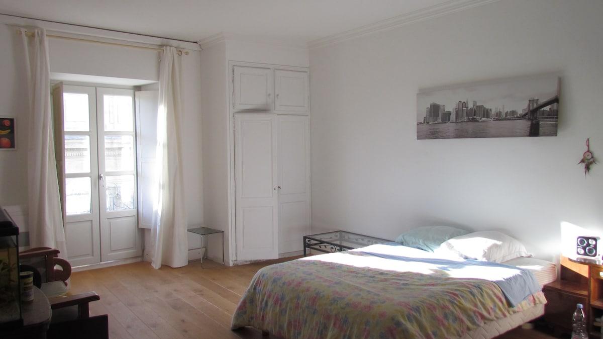 Chambre hyper centre d'Avignon