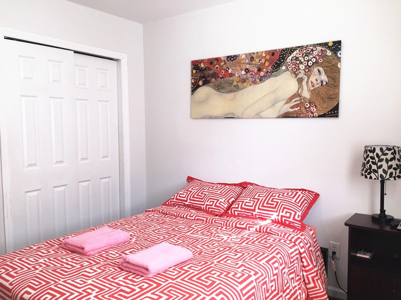 Cozy Private Red Room