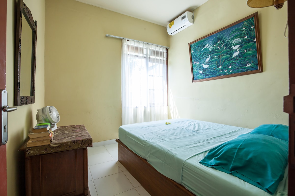 Private Bedroom 2, queen size bed with Aircon, backyard view