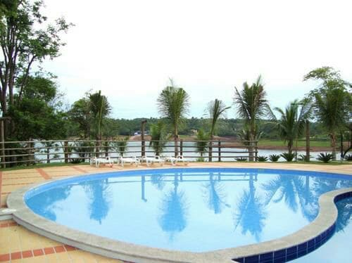 Flat na beira do lago Corumbá!