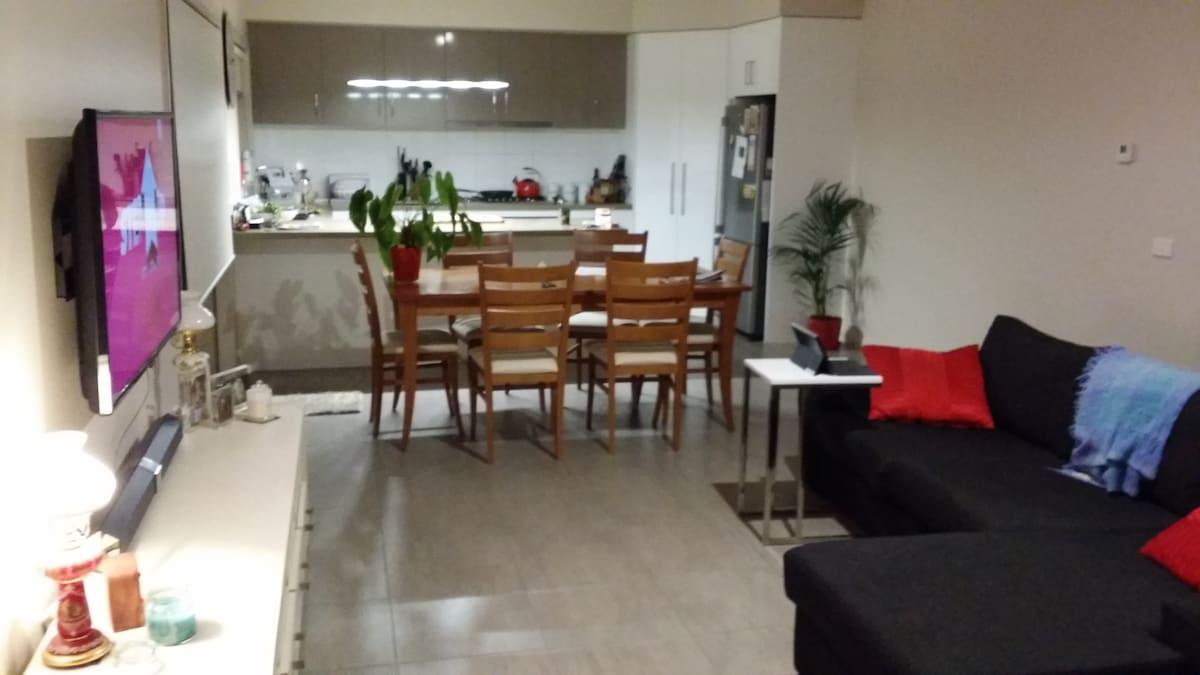 Modern Apartment in East Geelong