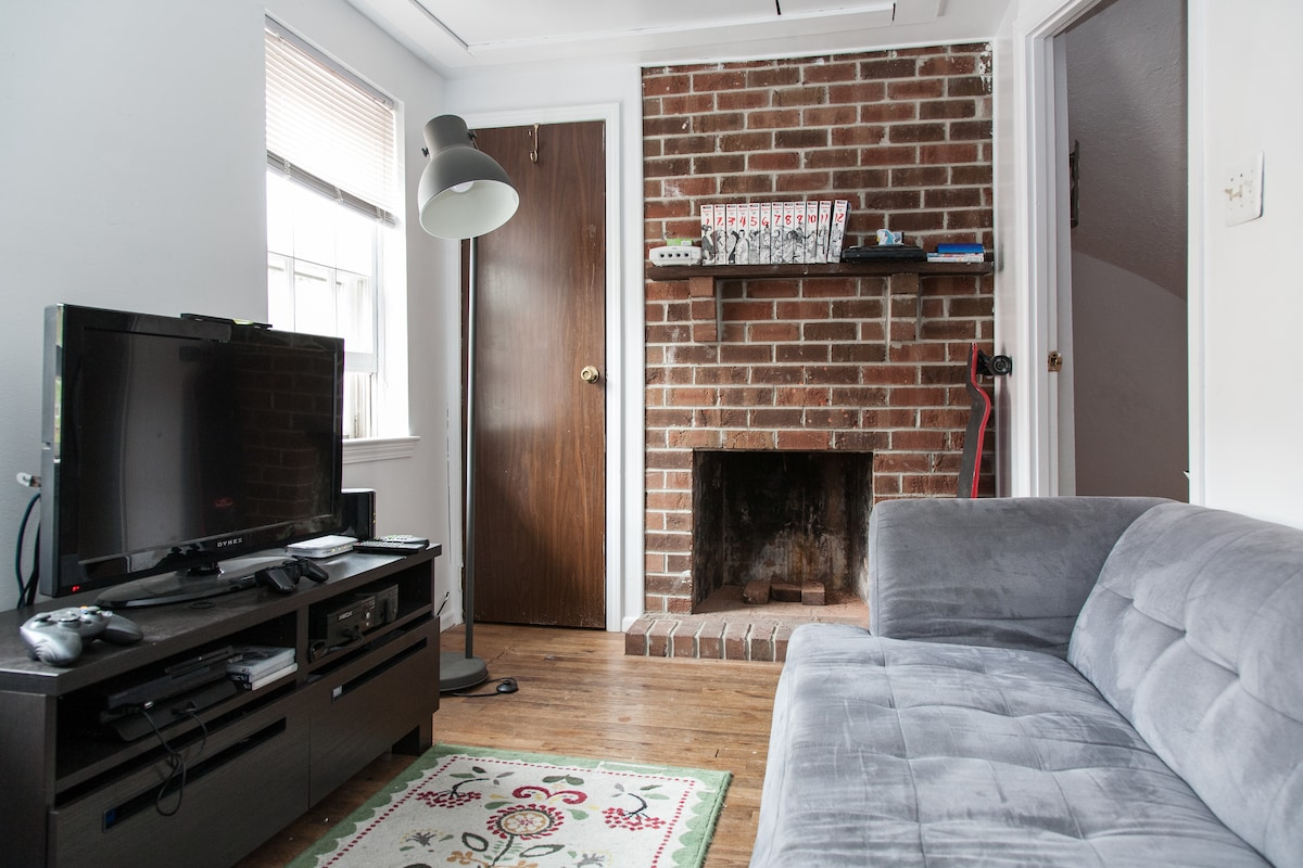 Cozy Room in Trinity Rowhouse