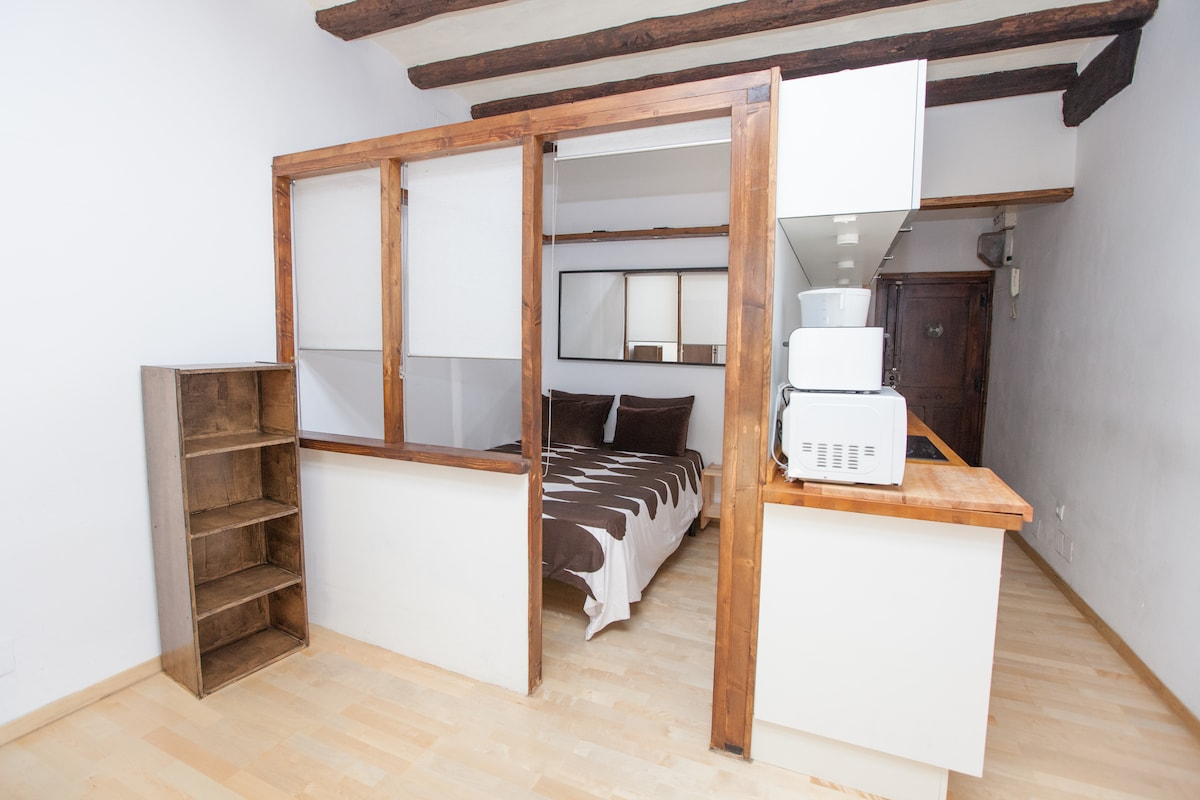 bedroom with doble bed