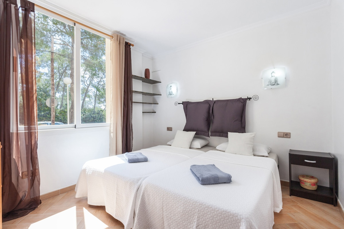 room in luxury apartment Pool WIFI